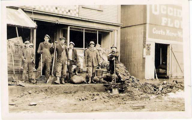 Clean up crew in Richmond, VT after 1927 flood